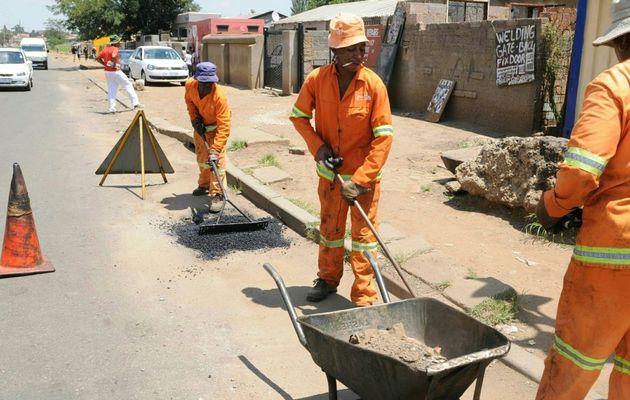 Municipalities' spending on staff surges