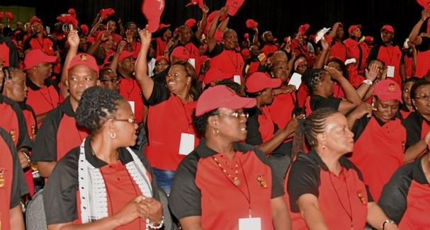 Cosatu has called on President Cyril Ramaphosa to act decisively against corruption